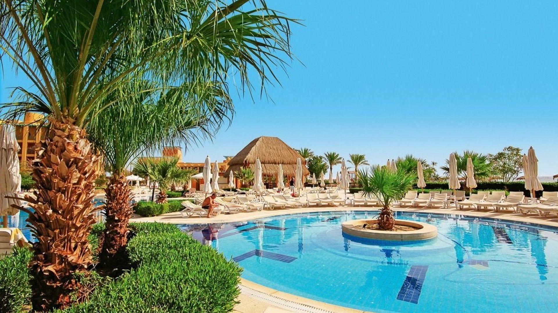 Pasilepinkite saulės voniomis ant viešbučio gultų