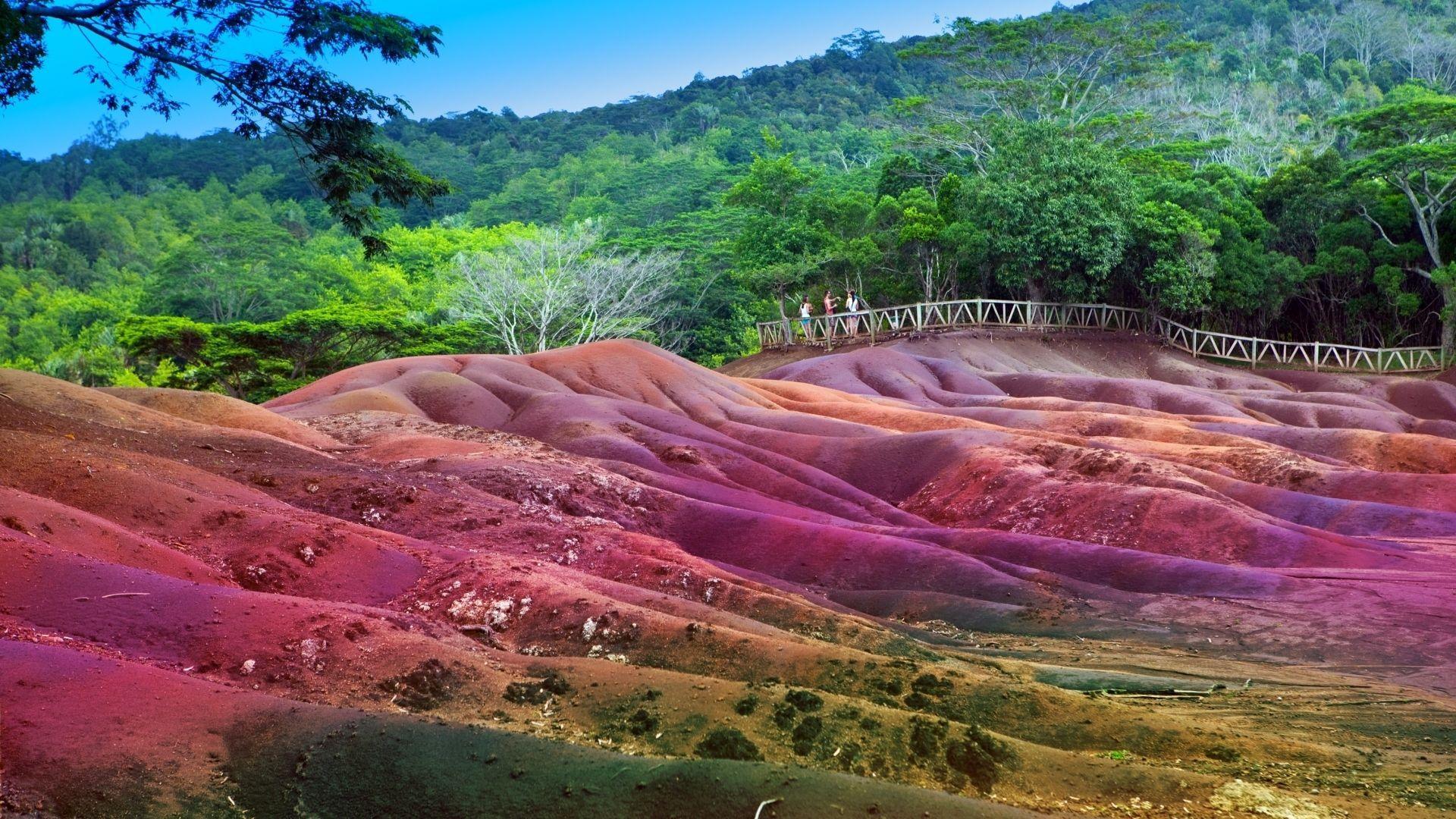 Spalvingoji žemė Chamarel miestelyje