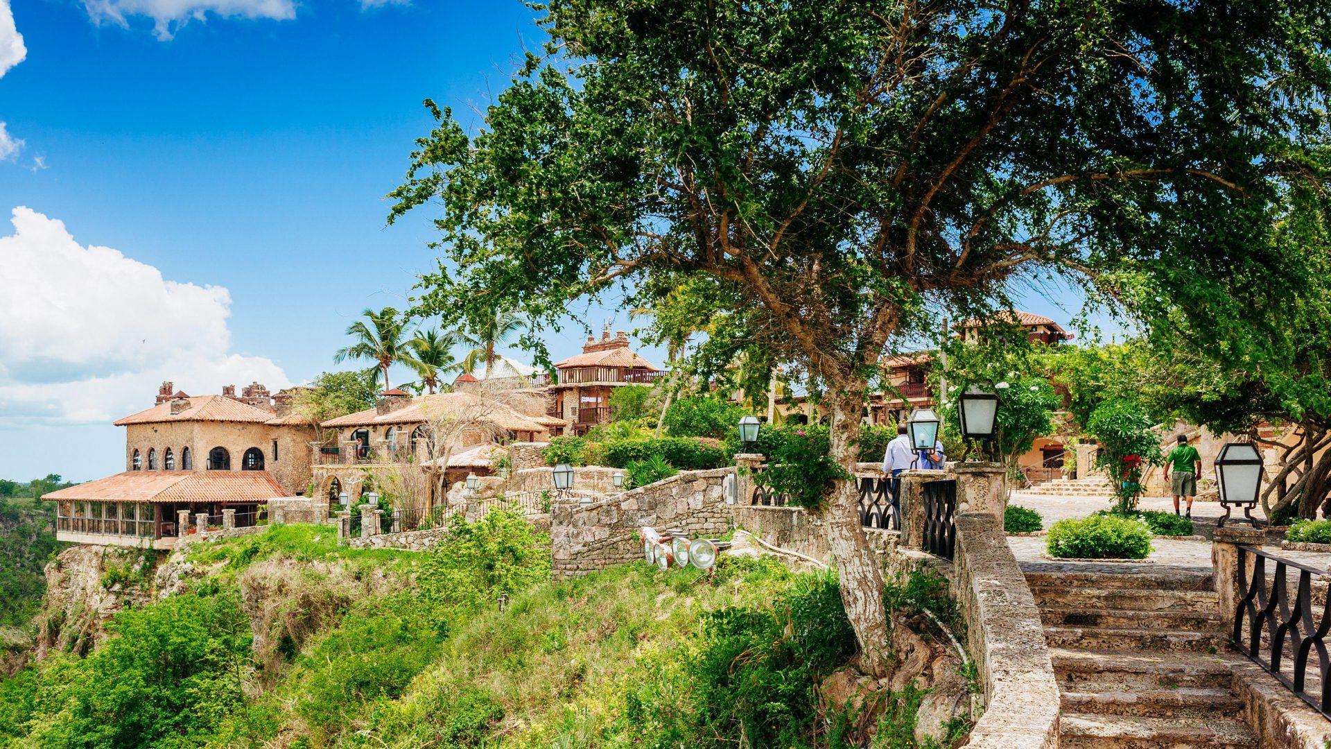 Aplankykite graikiško stiliaus kaimelį - Altos de Chavon
