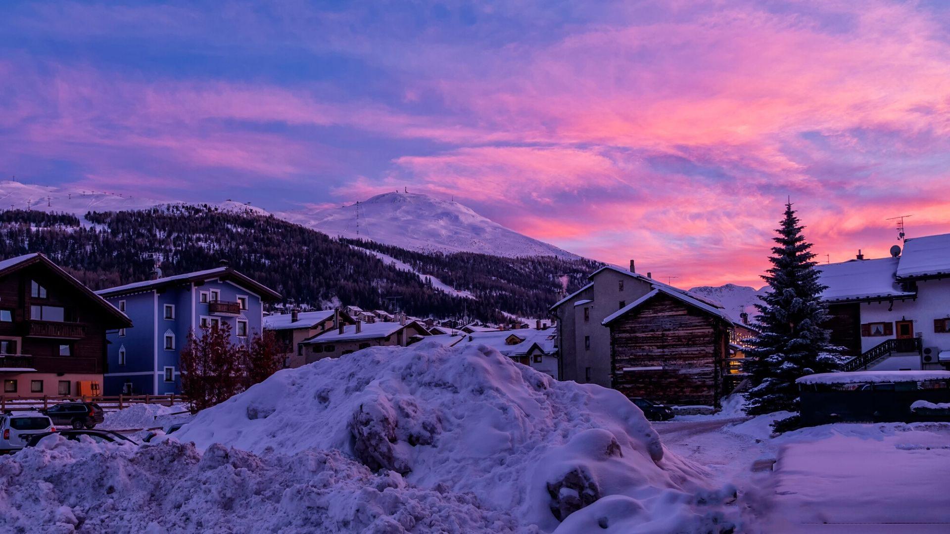 Fantastiškas saulėlydis Livinjo miestelyje