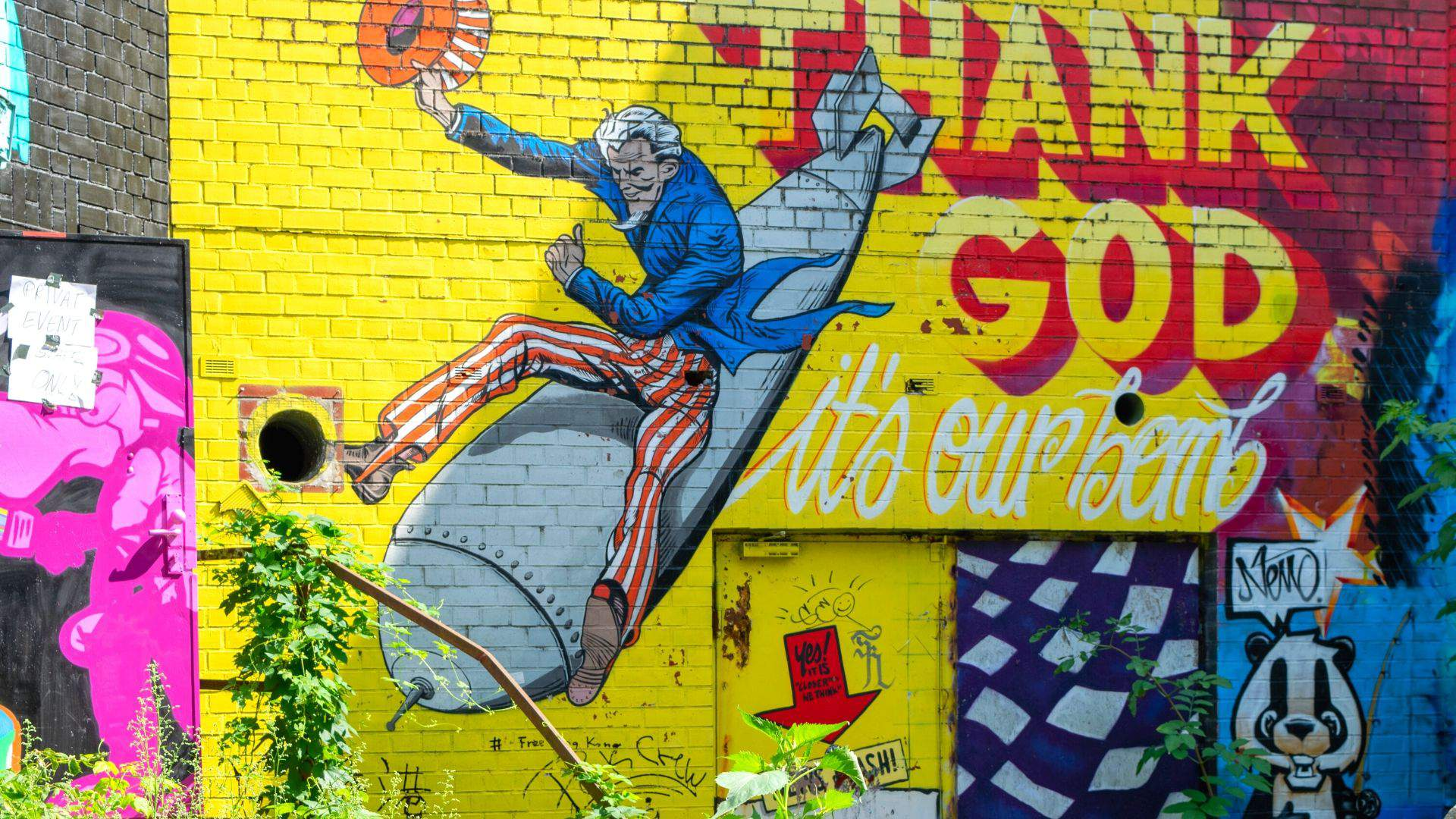 Gatvės menininkų darbai puošia daugybę Berlyno pastatų sienų