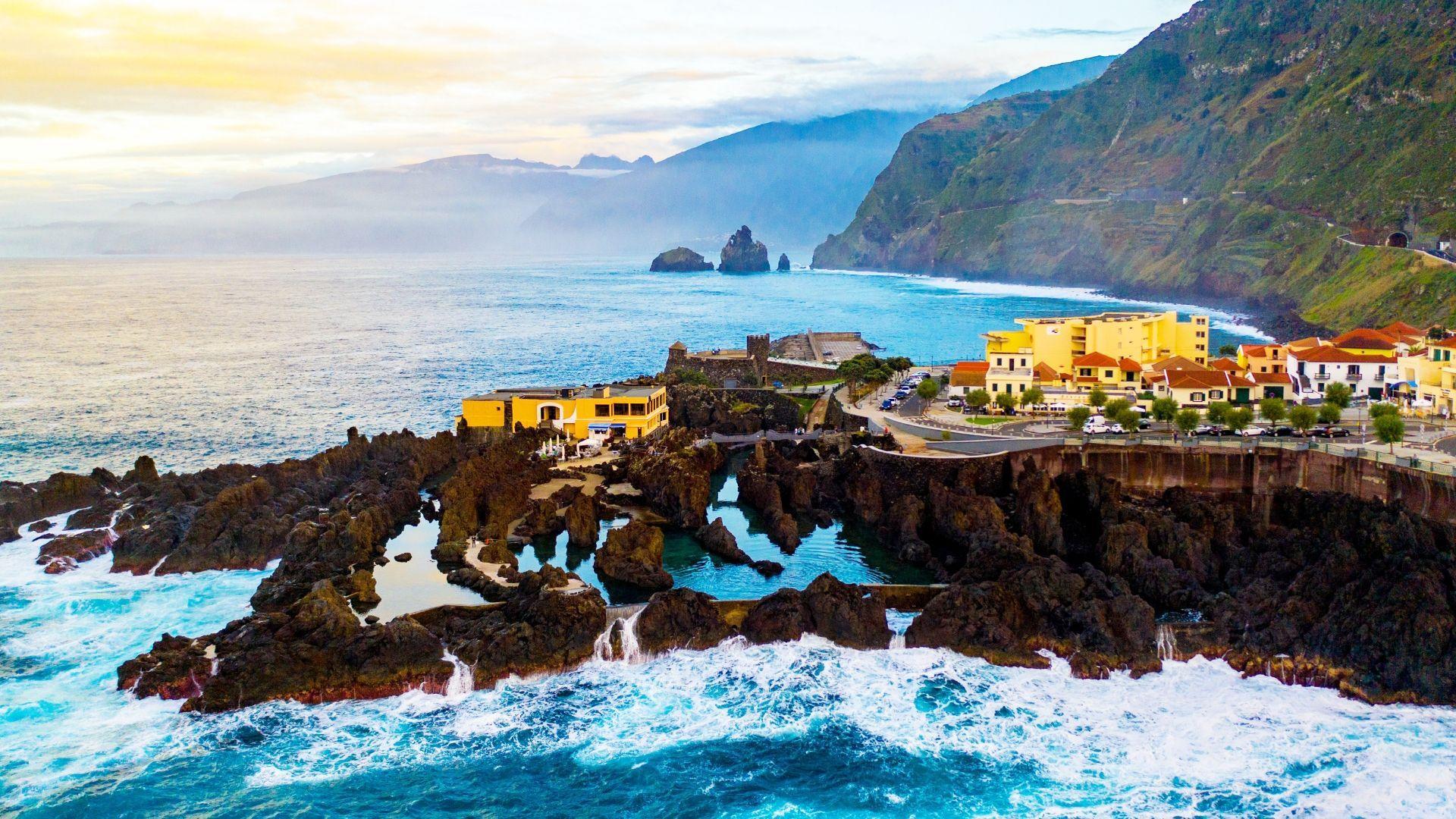 Išsimaudykite Porto Moniz vulkaniniuose baseinuose