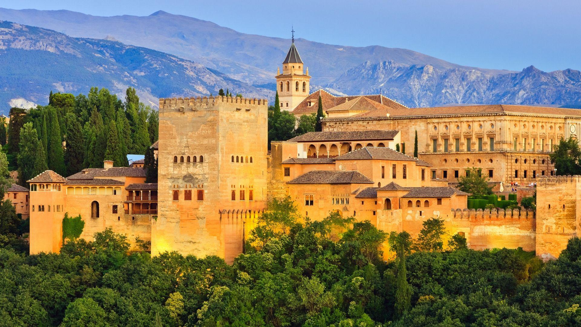 Įspūdingi Alhambros rūmai