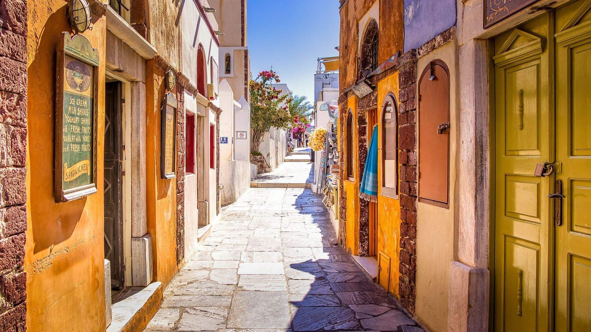 Jaukios Santorini gatvelės – idealios pažinčiai su vietiniu gyvenimu