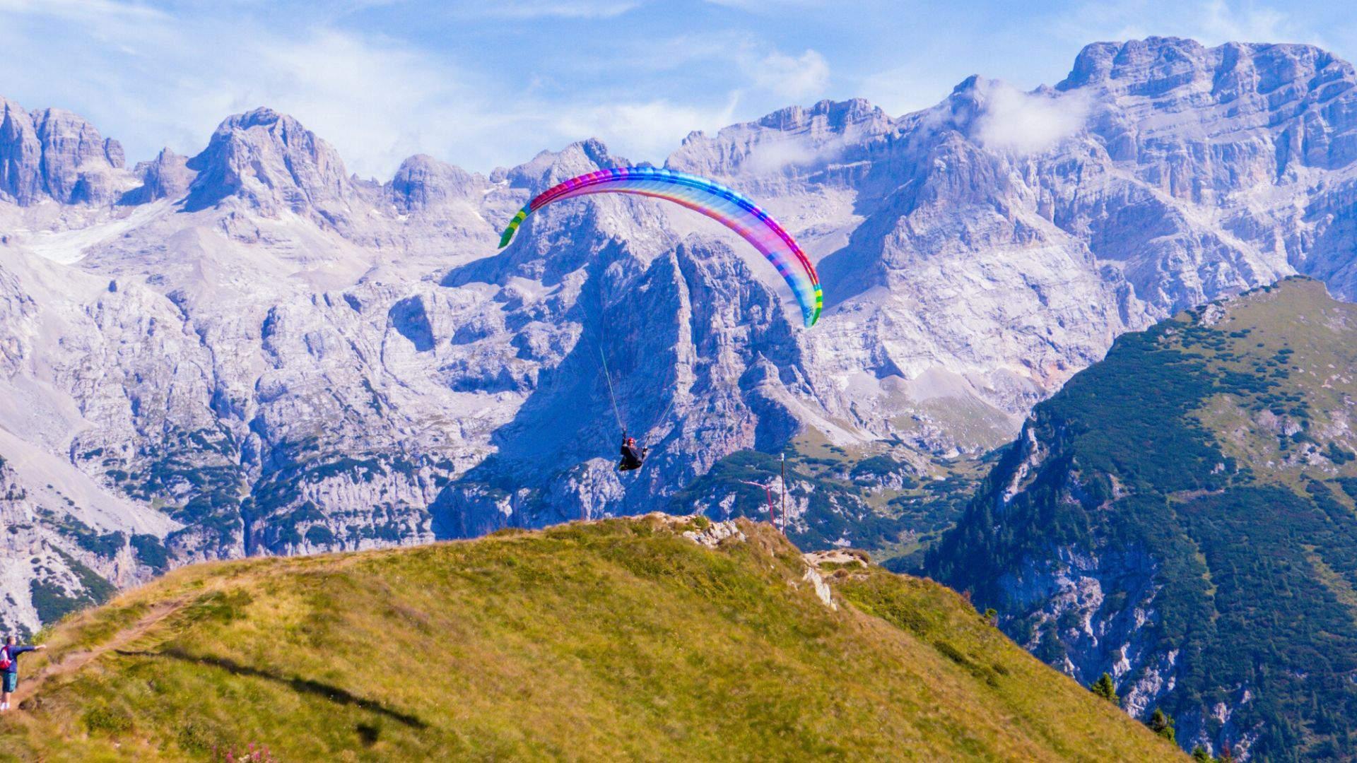 Kalnų vietovėse populiaru skraidyti parasparniu