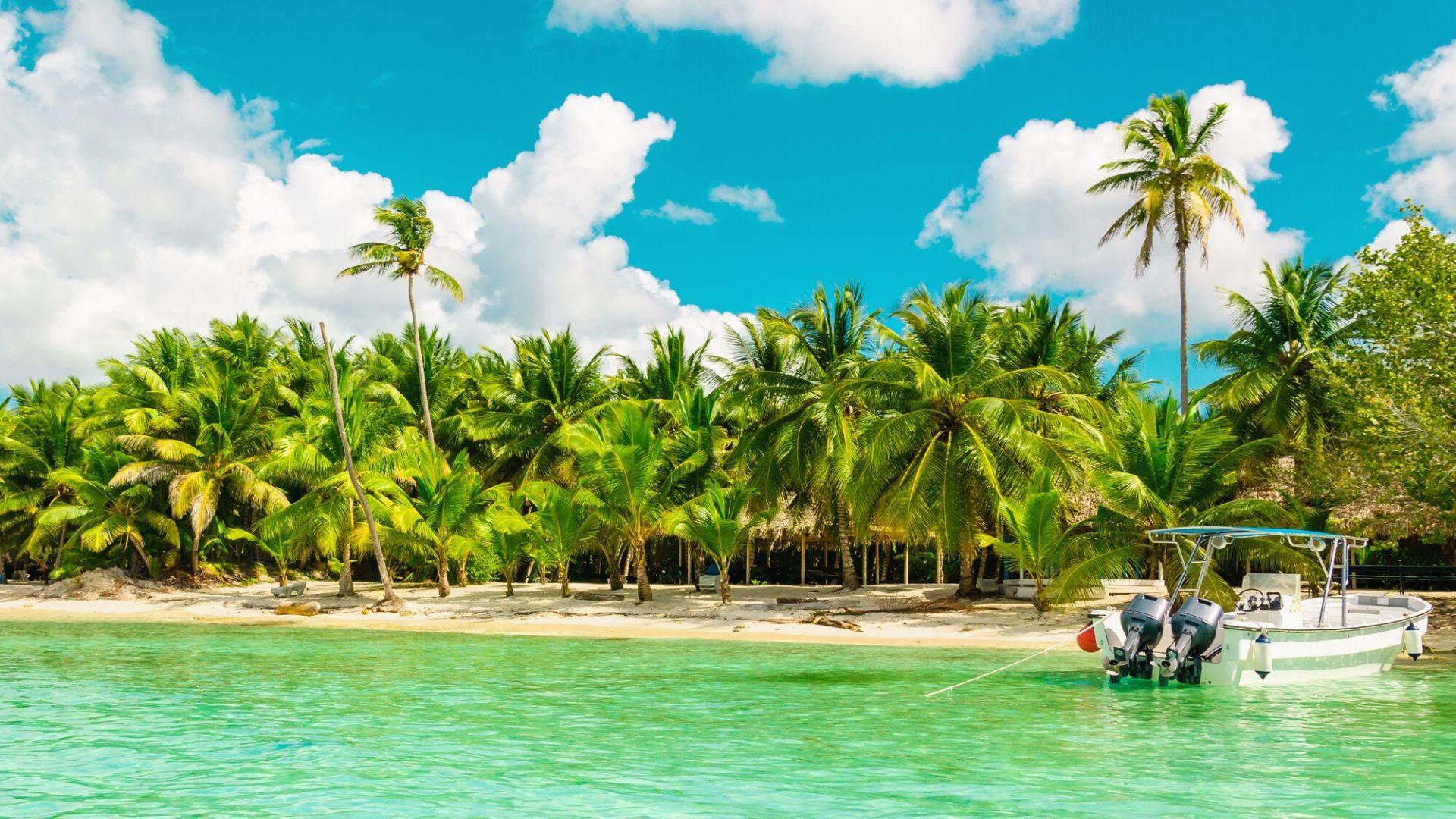 Kelionėje į Dominikos Respubliką plaukiokite valtimi skaidriame vandenyne