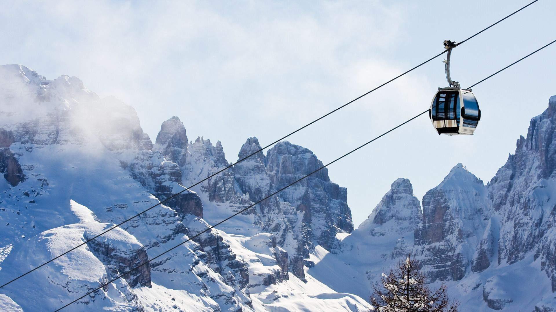Kelionės metu galėsite keltuvu persikelti į kitą slidinėjimo miestelį