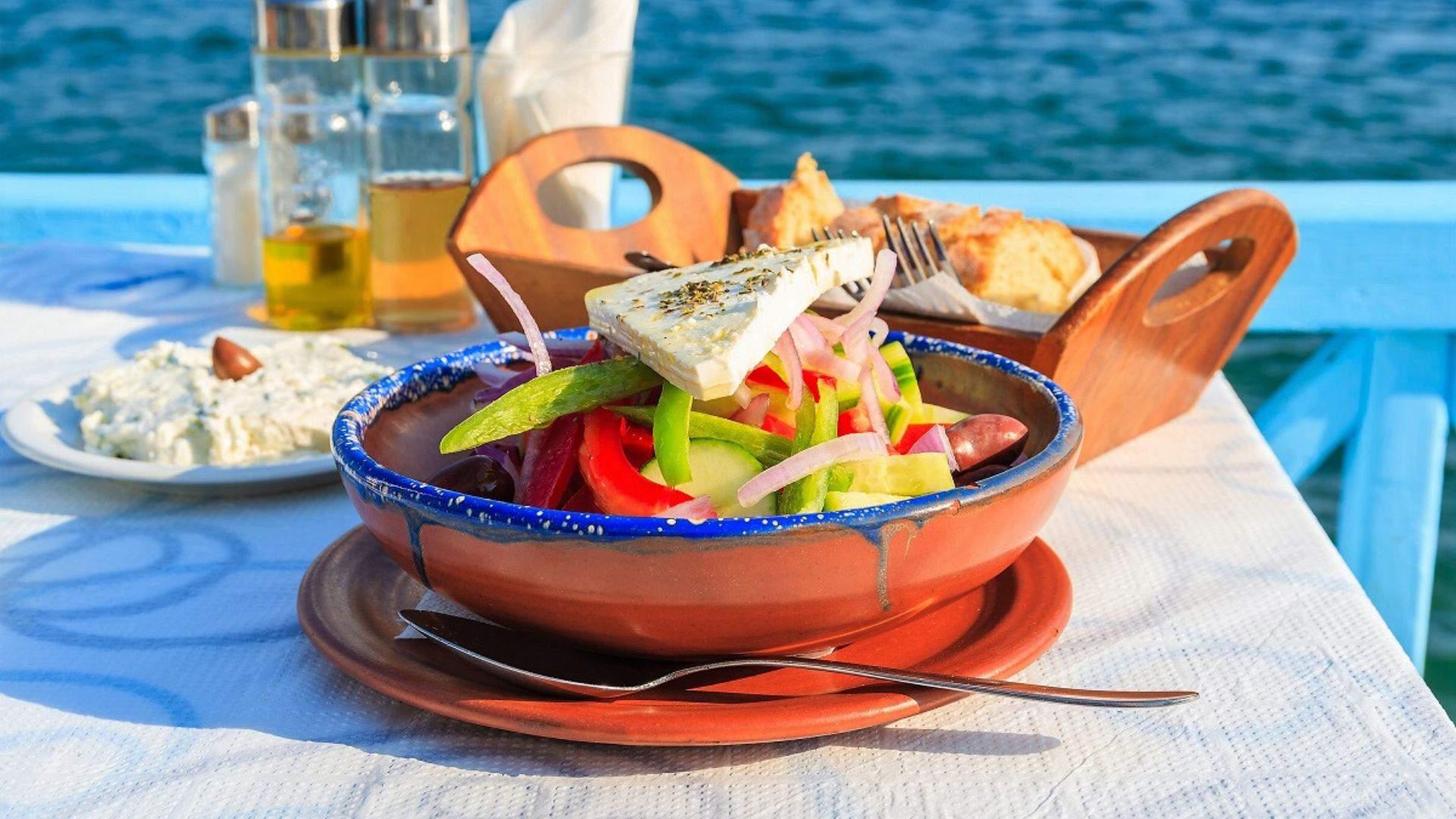 Kelionės metu skanaukite gardžias graikiškas salotas