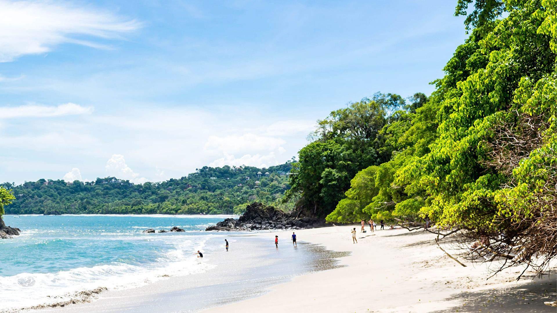 Kosta Rika garsėja kerinčio grožio smėlio paplūdimiais