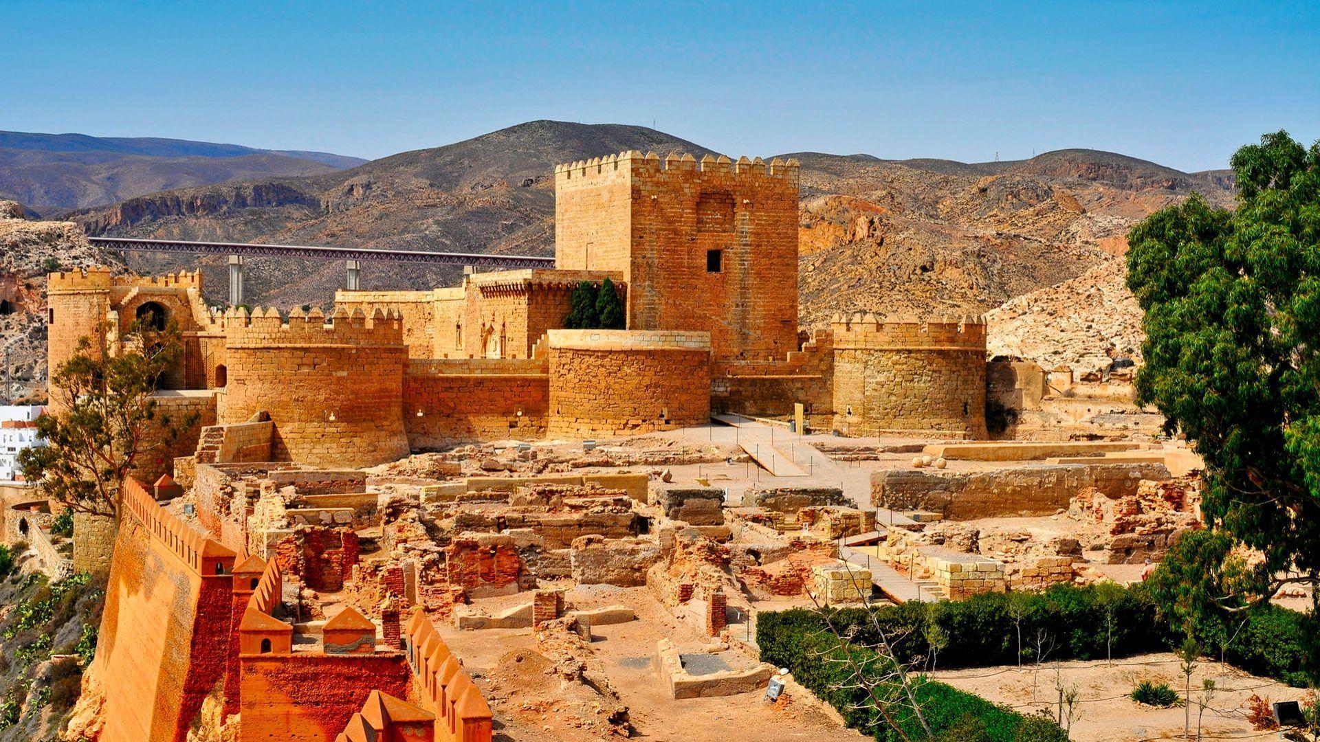 Maurų stiliaus viduramžių tvirtovė - Alcazaba