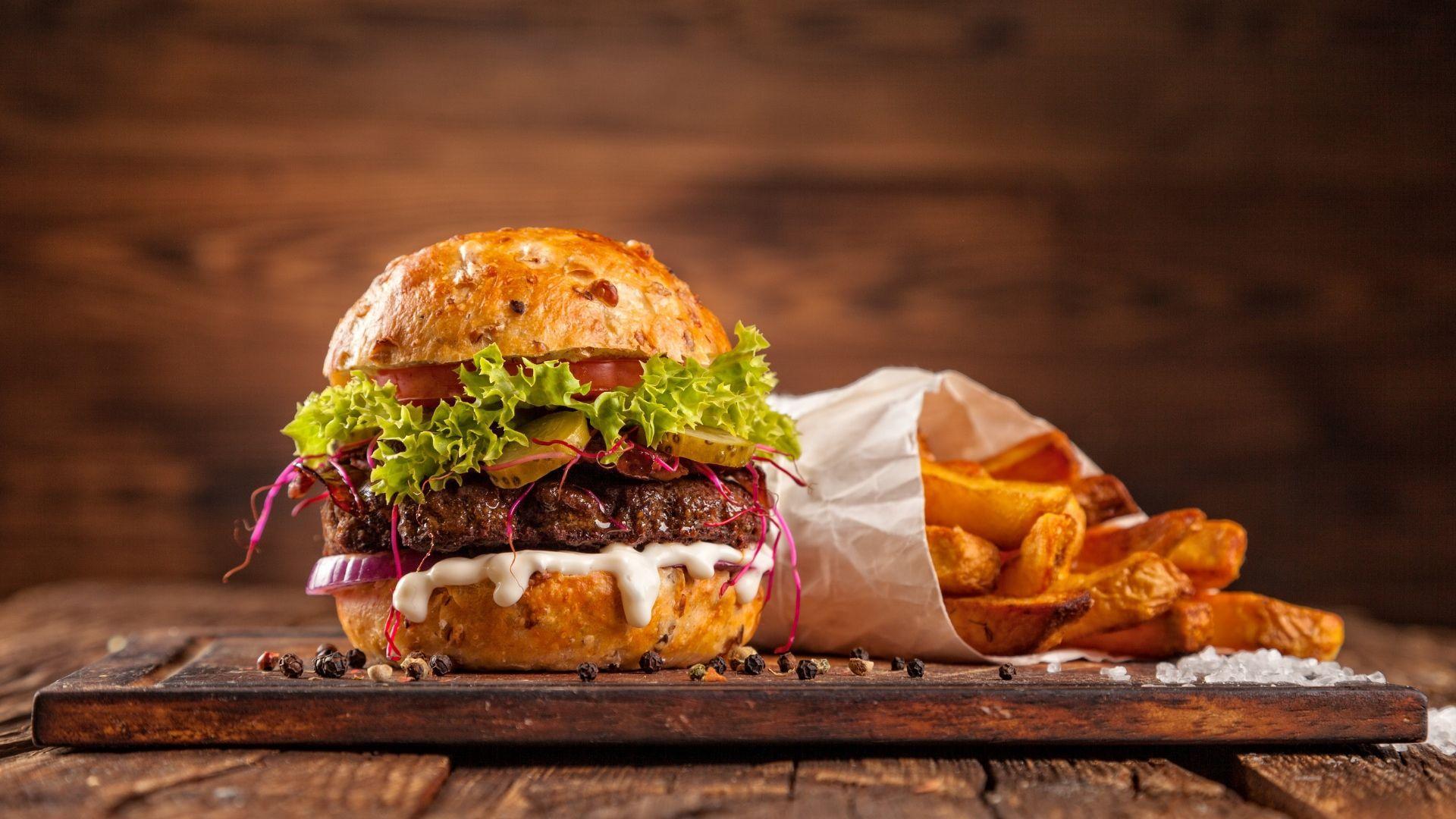 Nepamiškite paskanauti klasikinių amerikietiškų burgerių