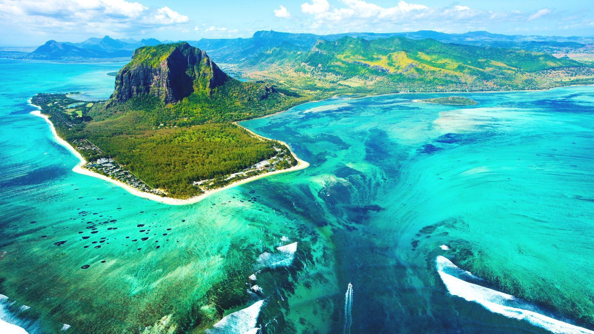 Nuostabus Mauricijaus ir povandeninio krioklio vaizdas