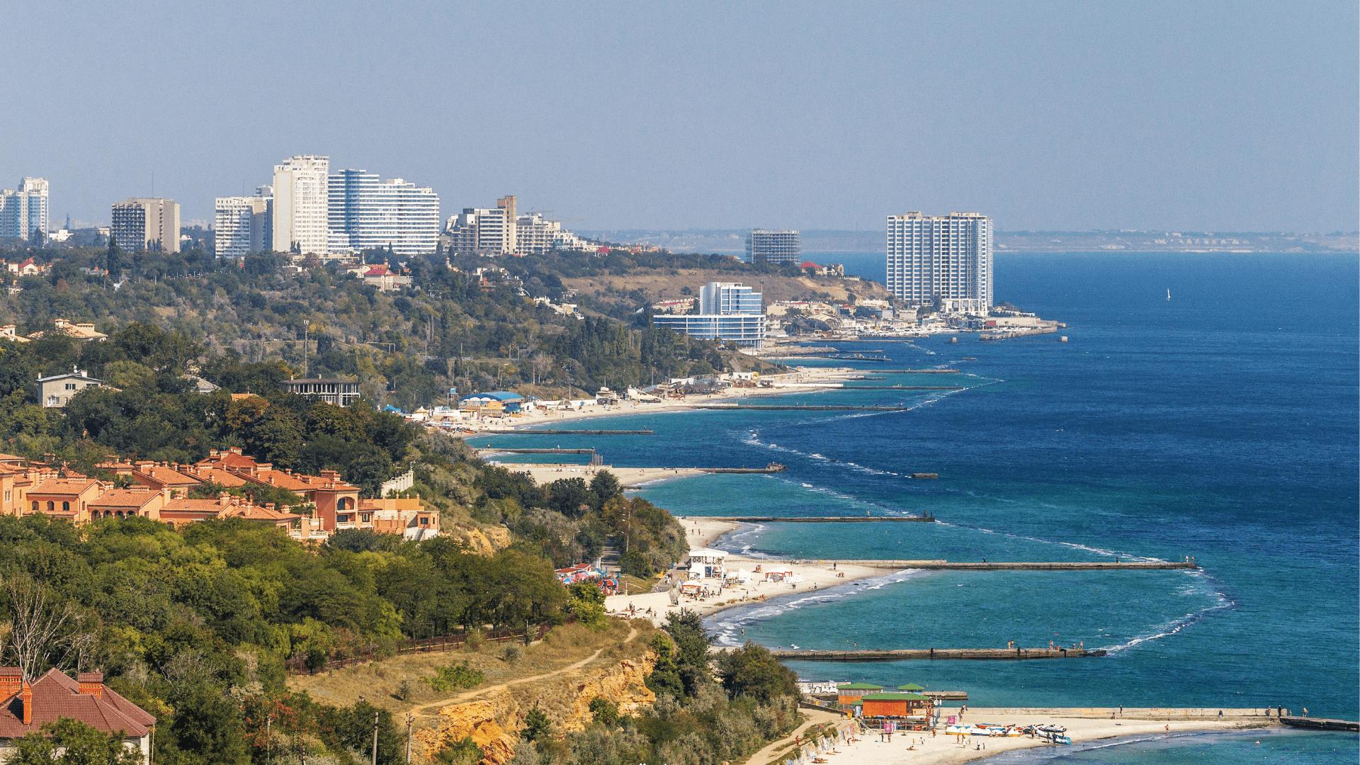 Odesą skalauja Juodoji jūra