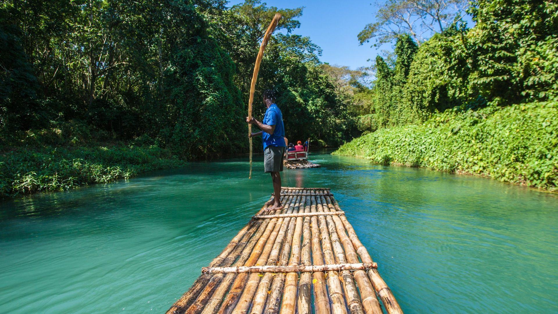 Pamatykite įšpūdingąją Jamaiką plaukdami upe