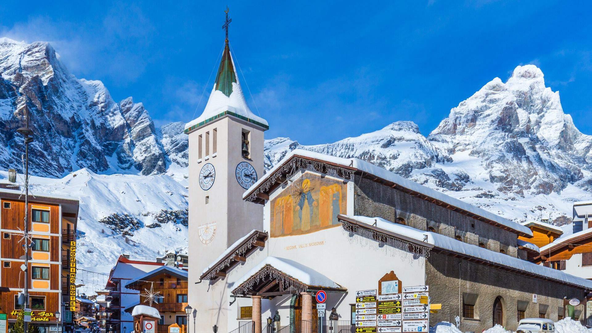 Pasivaikščiokite žavingame Červinijos slidinėjimo kurorte