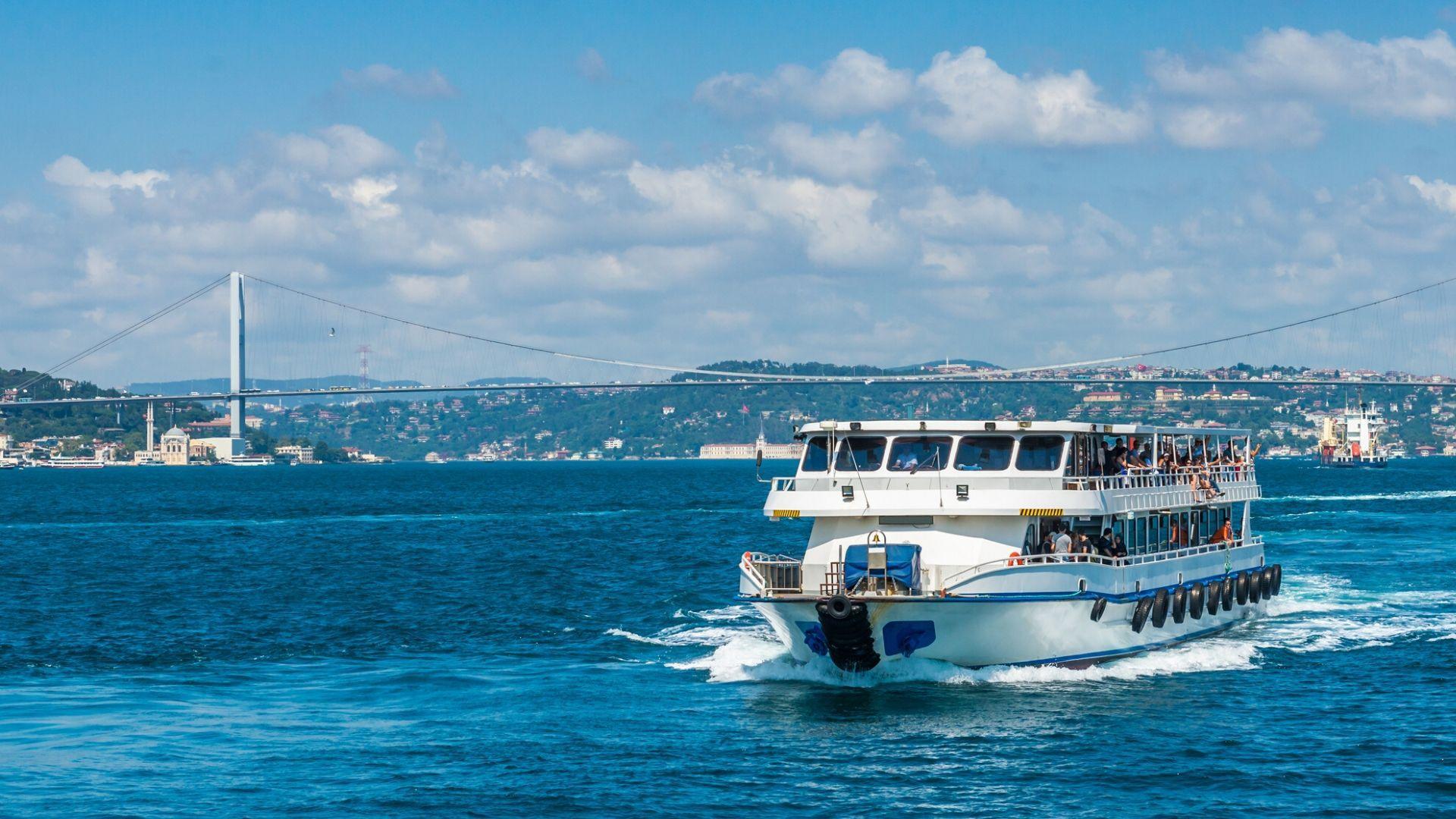 Pažintinėje kelionėje į Turkiją plaukiosite laivu Bosforo sąsiauryje