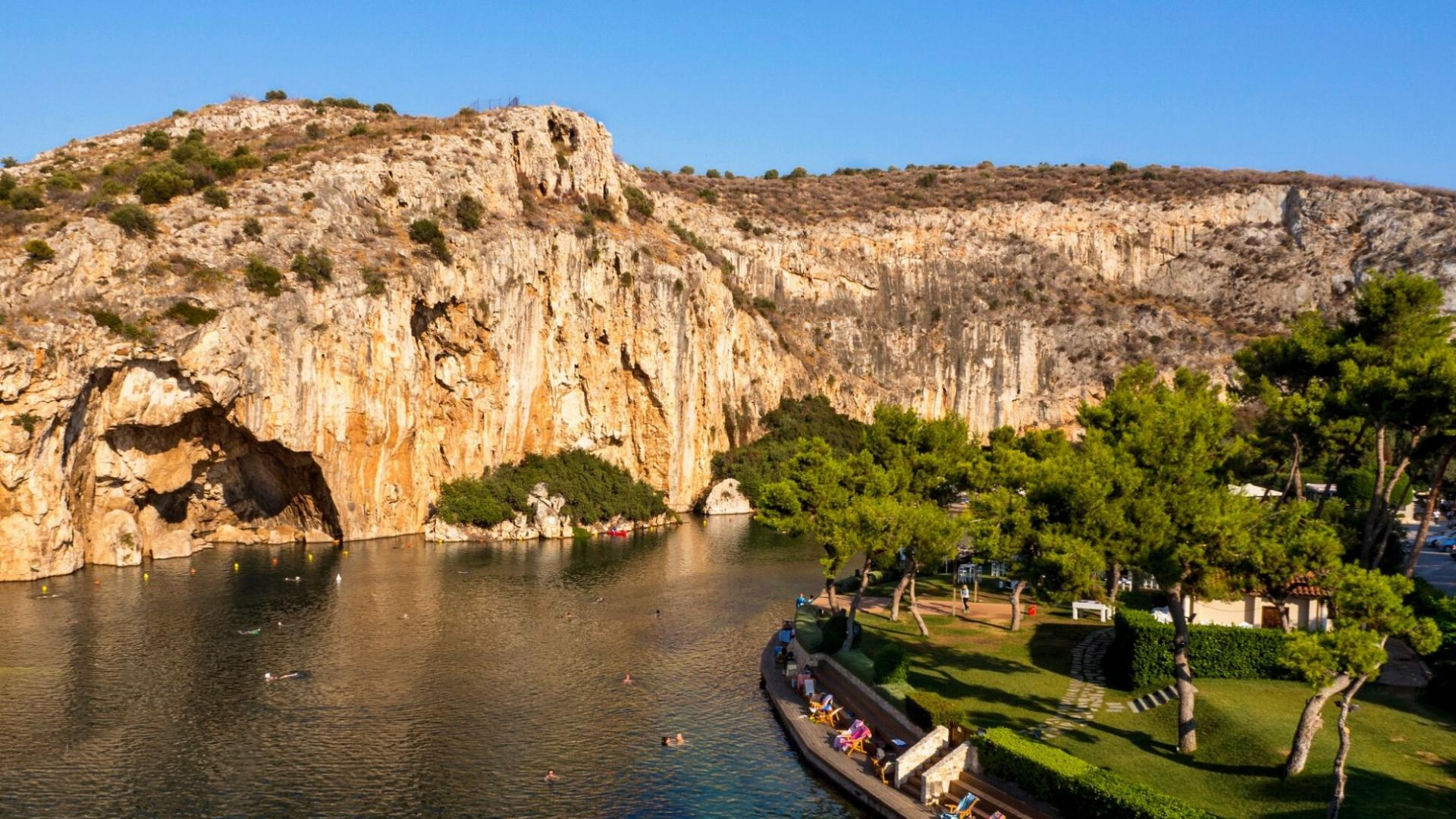 Pažintinės kelionės į Graikiją metu aplankysite vaizdingąjį Vuliagmenio ežerą