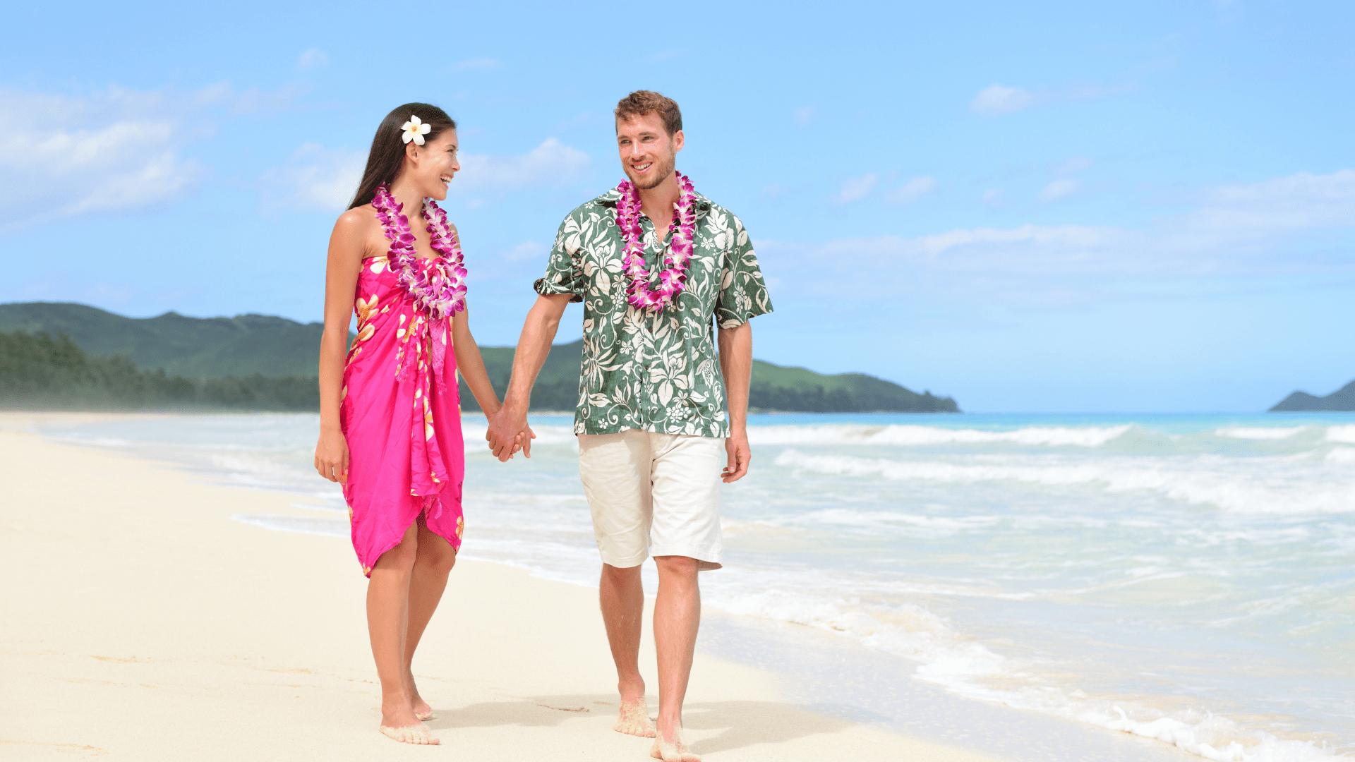 Keliautojai mėgaujasi romantiškais Havajų paplūdimiais