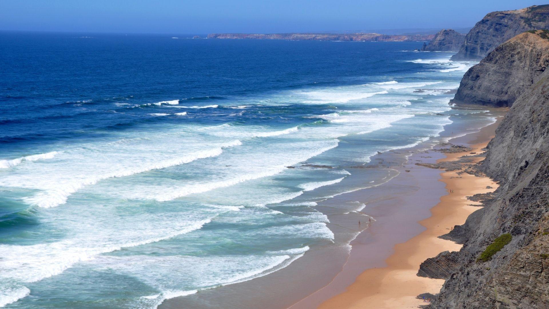 Portugalijos balto smėlio paplūdimiai.
