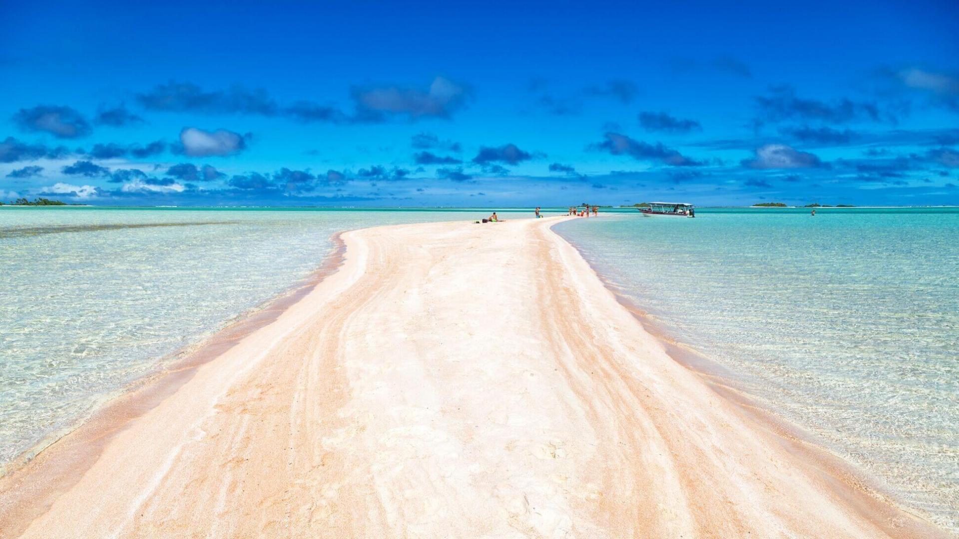 Rausvas smėlis Rangiroa atole