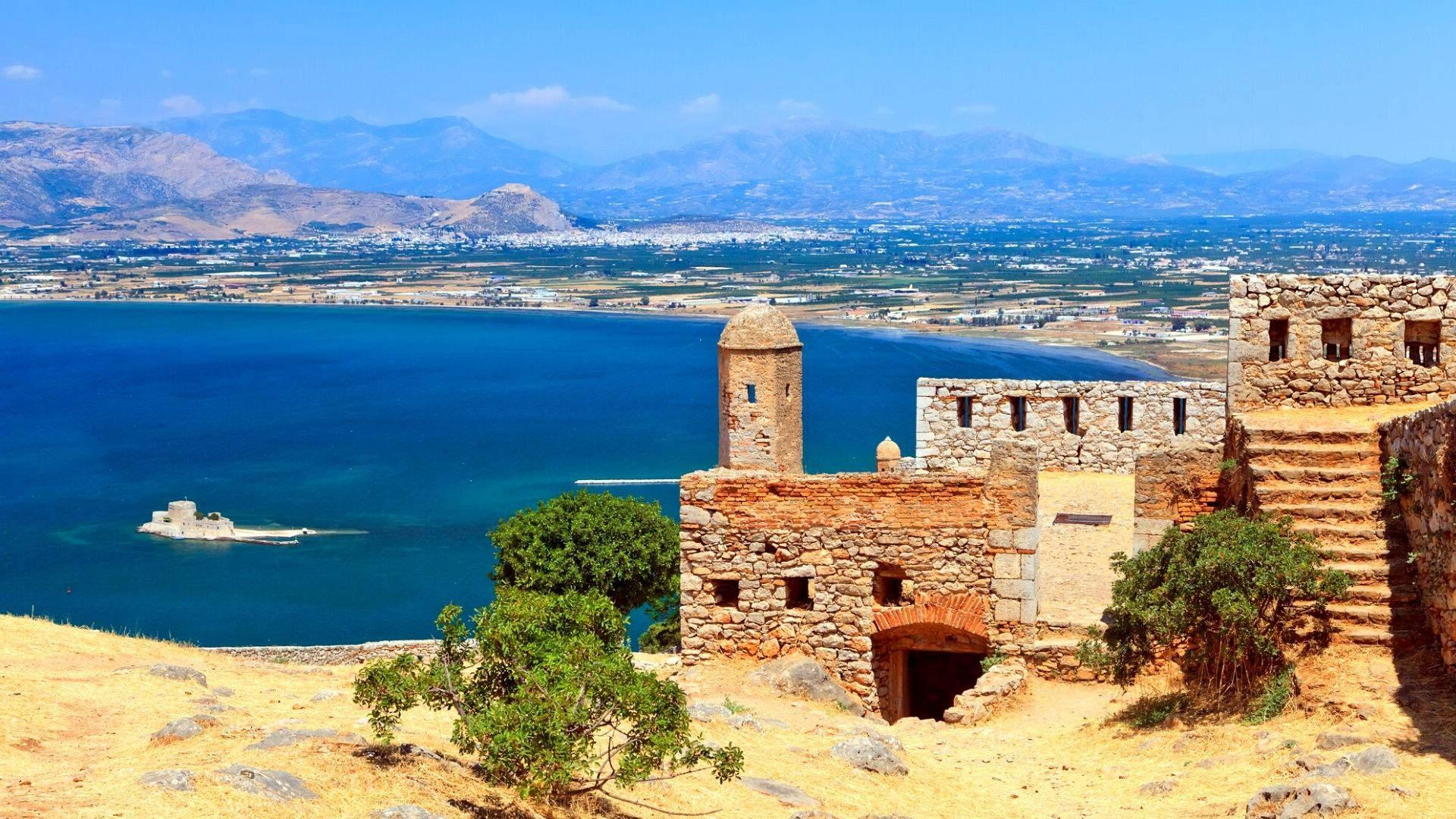 Rekomenduojame aplankyti Nafplijį - romantišką miestą