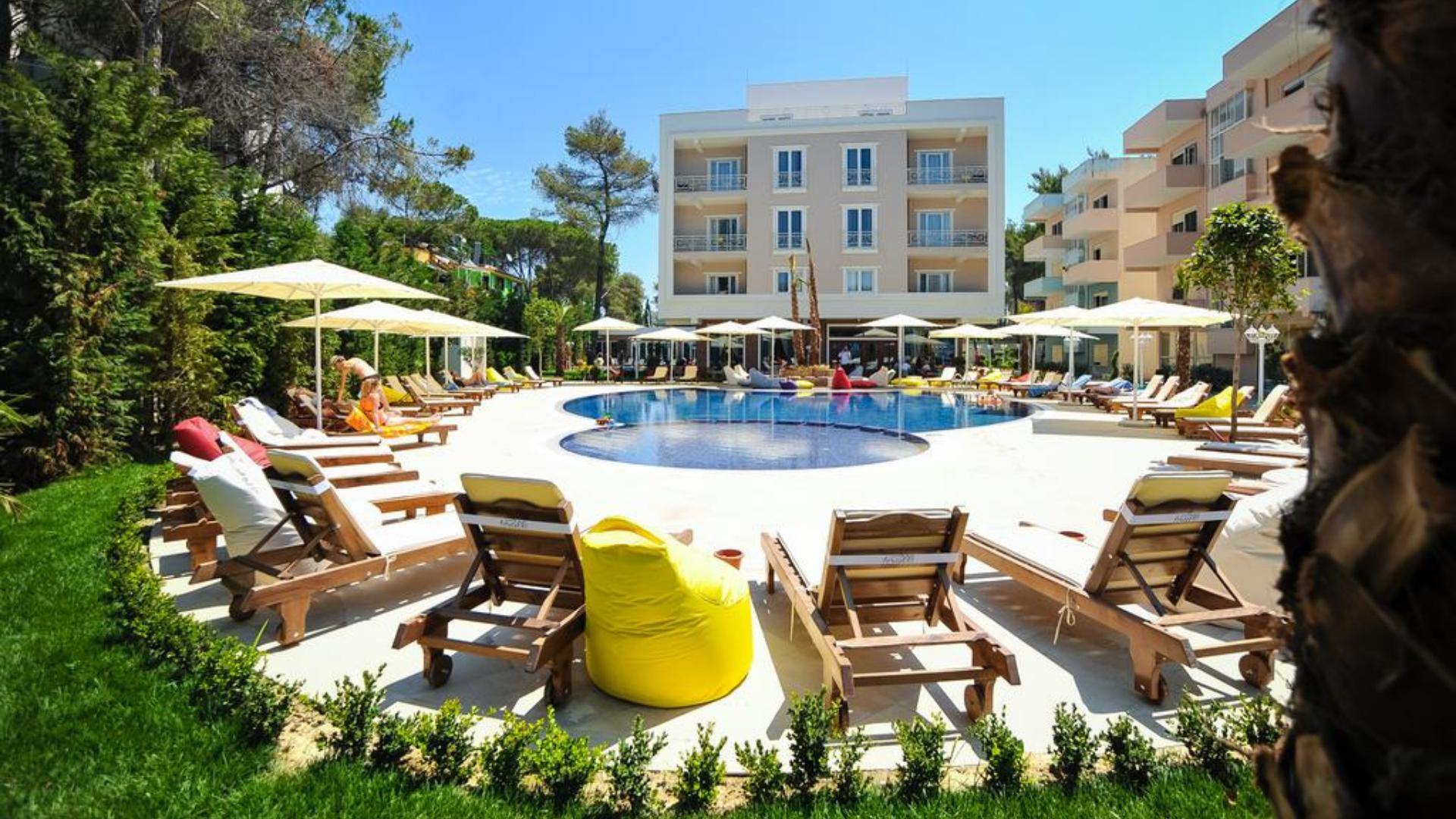 """""""Sandy Beach Resort"""" viešbutis"""