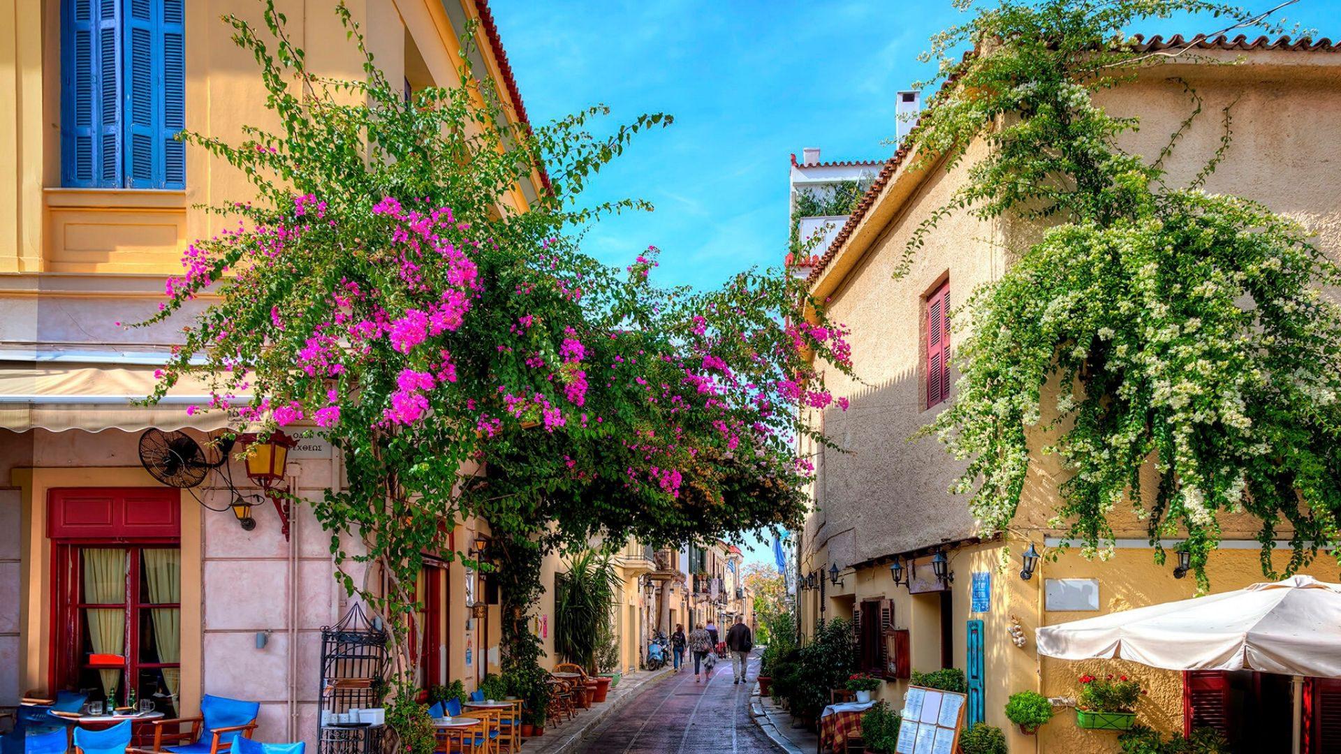 Spalvingos ir kvepiančios Atėnų gatvės