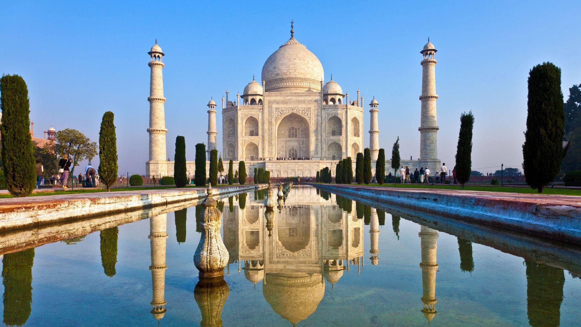 Tadž Mahalas - keliautojų traukos centras
