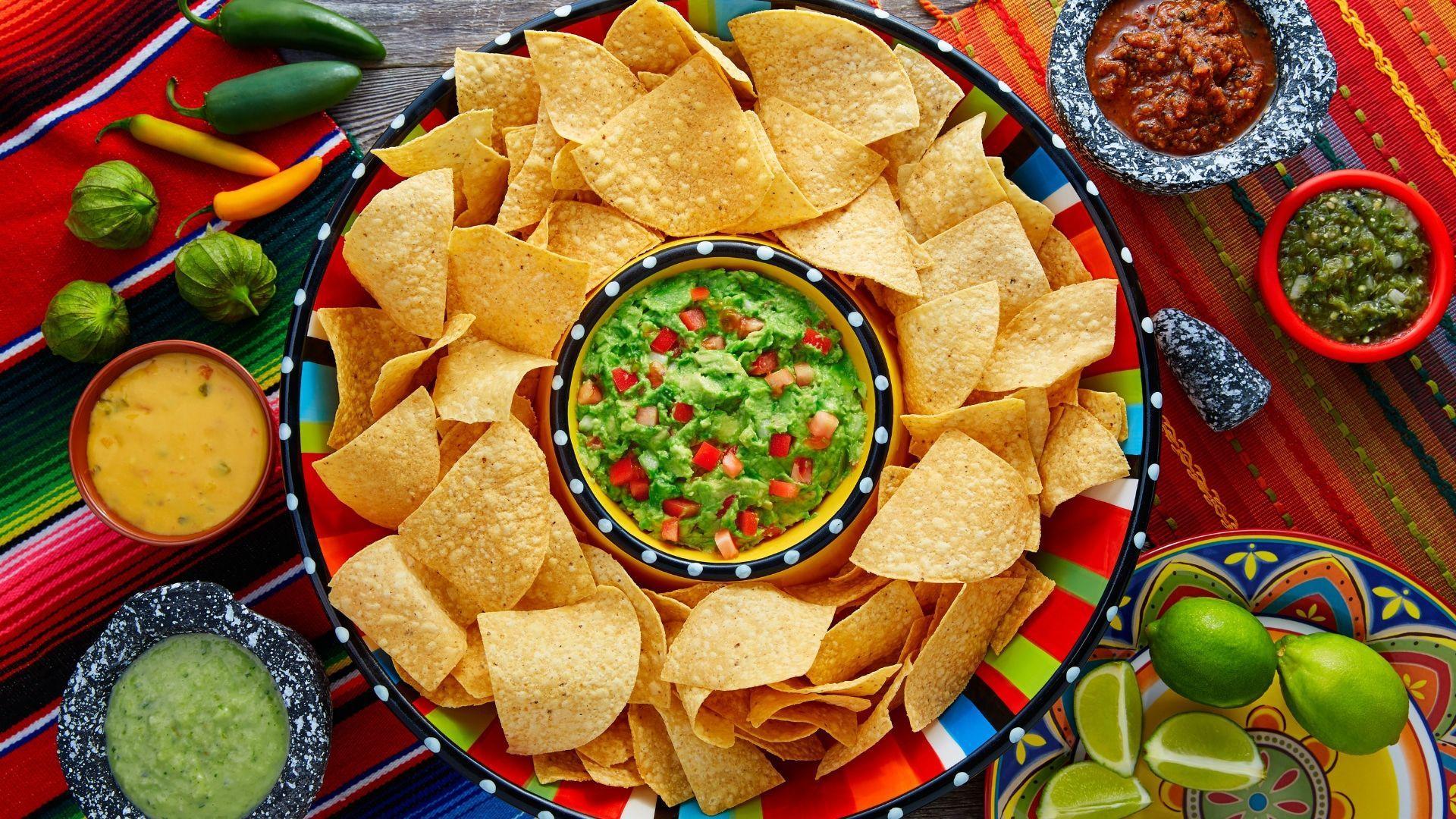 Tradicinis meksikietiškas užkandis - tortilijų traškučiai ir gvakamolė