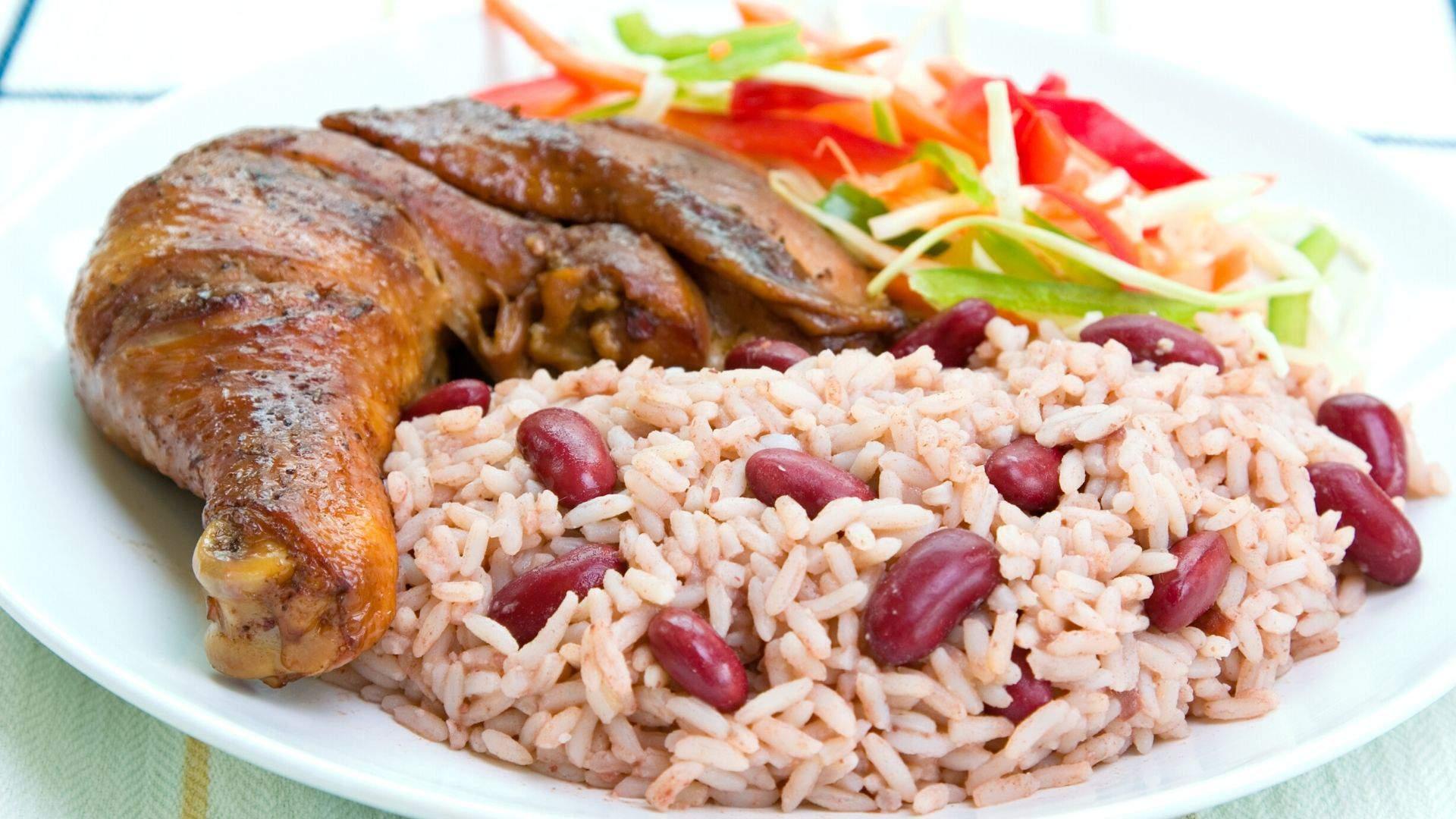 Tradicinis Jamaikos valgis - ant grotelių kepta vištiena su jerk padažu