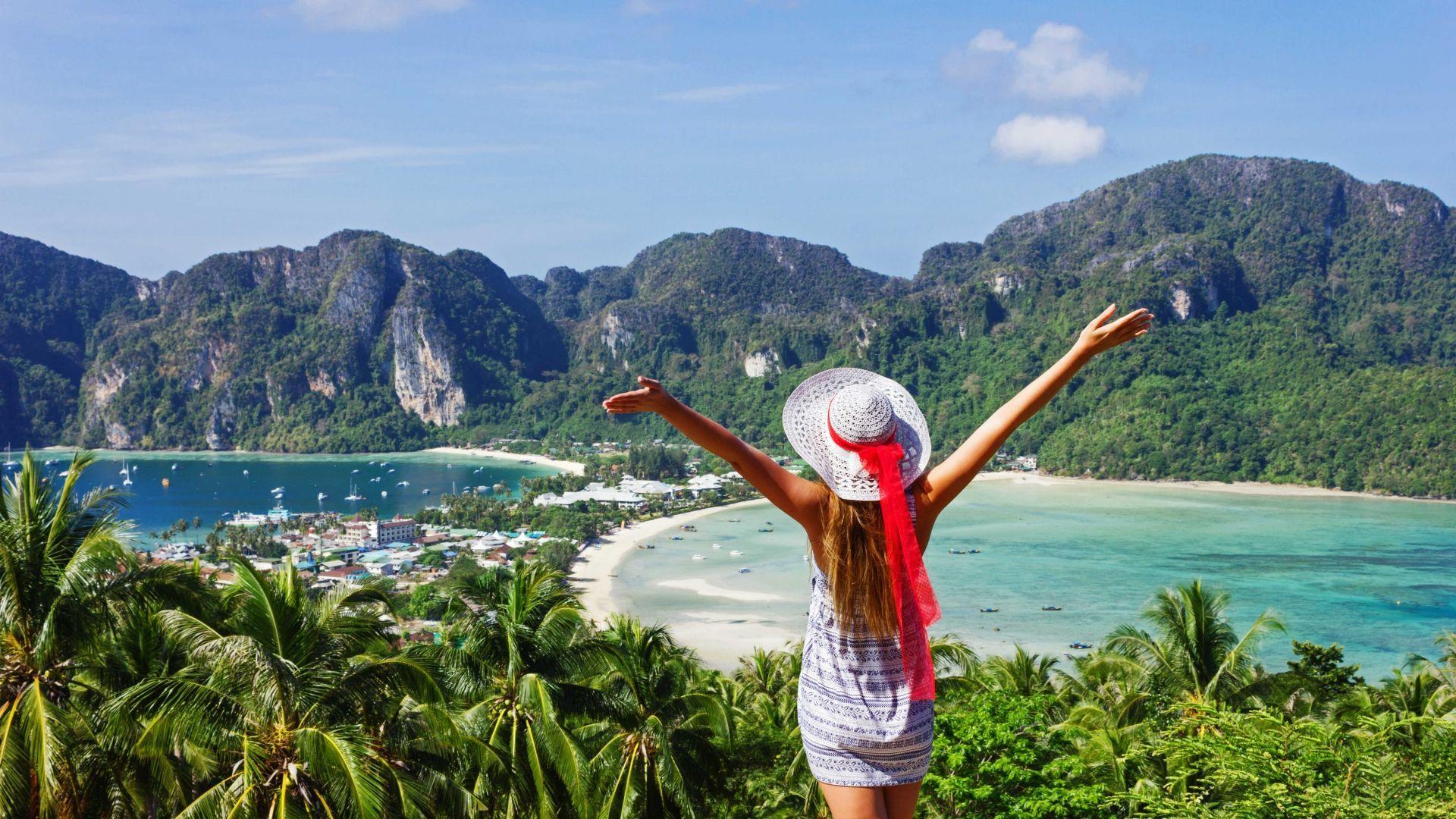 Keliautoja prie Phi Phi salų