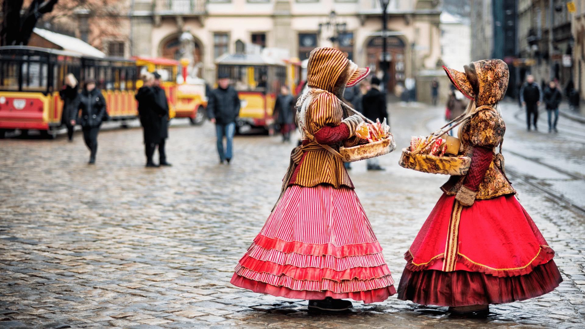 Ukrainietės, pasidabinusios tradiciniais apdarais