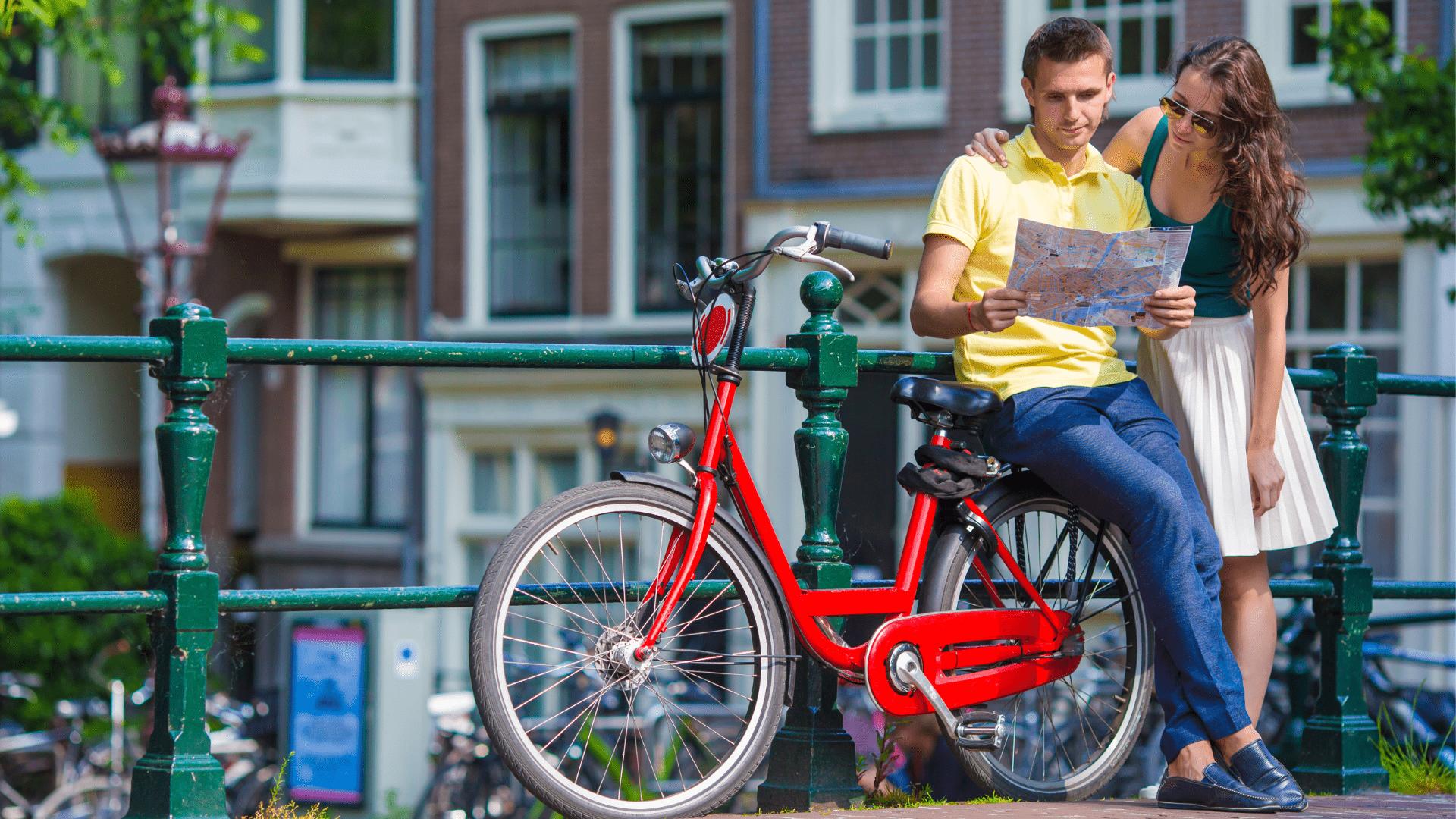 Kiekvienam apsilankiusiam Amsterdame yra rekomenduojama pasivažinėti dviračiais