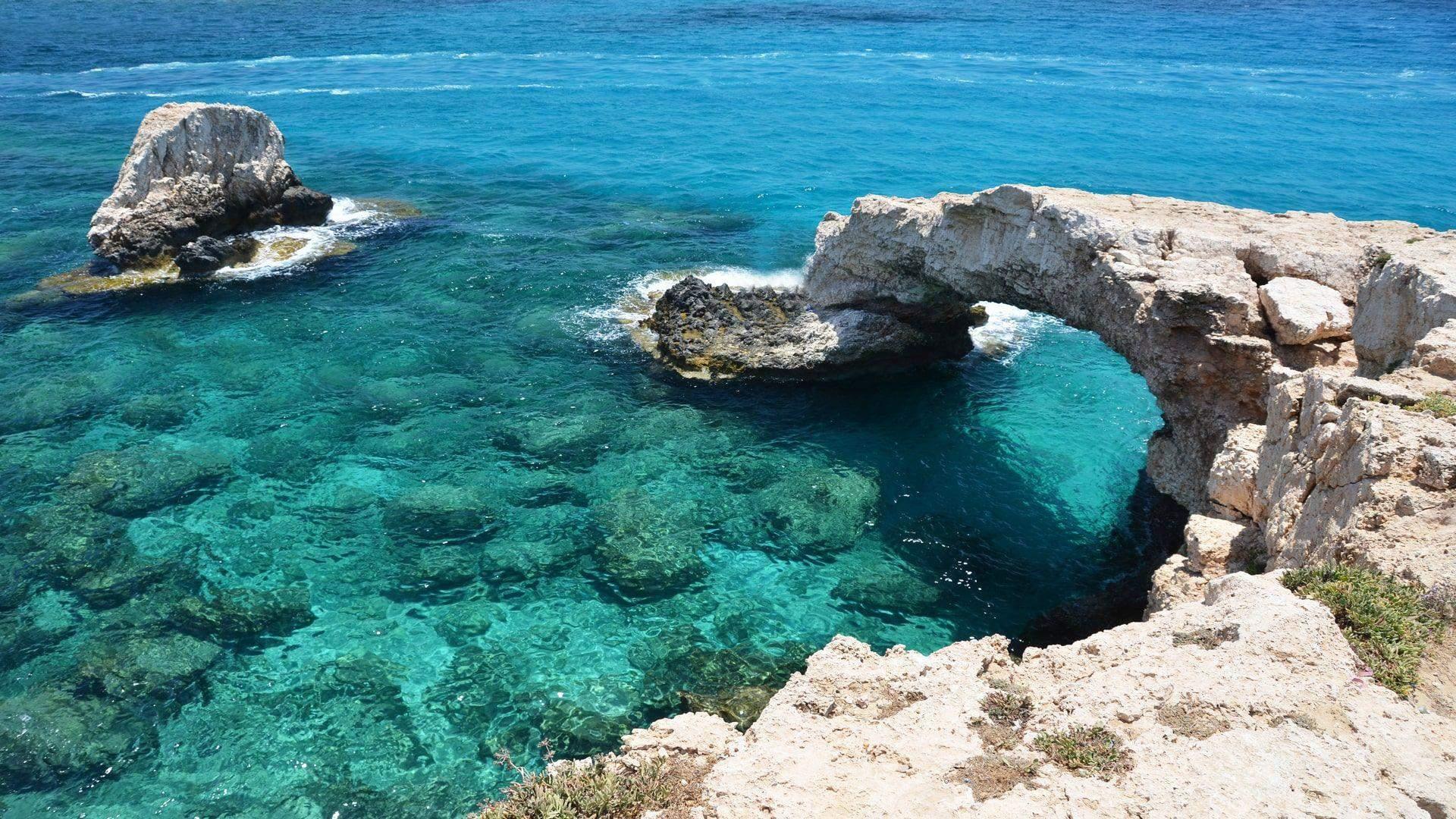 Uolėti paplūdimiai Kipre užburia savo grožiu