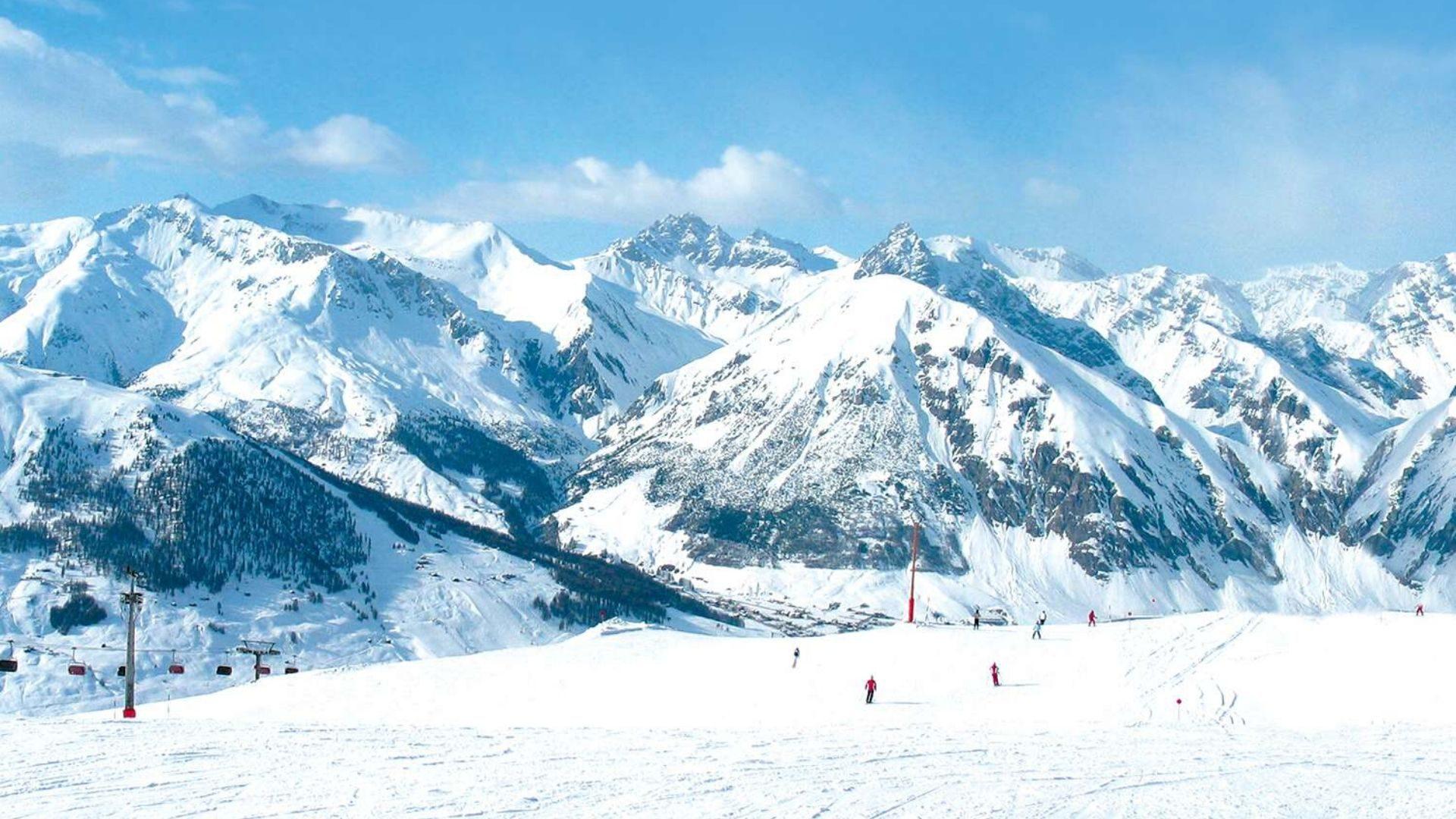 Užburiantys Alpių vaizdai slidinėjant Italijoje