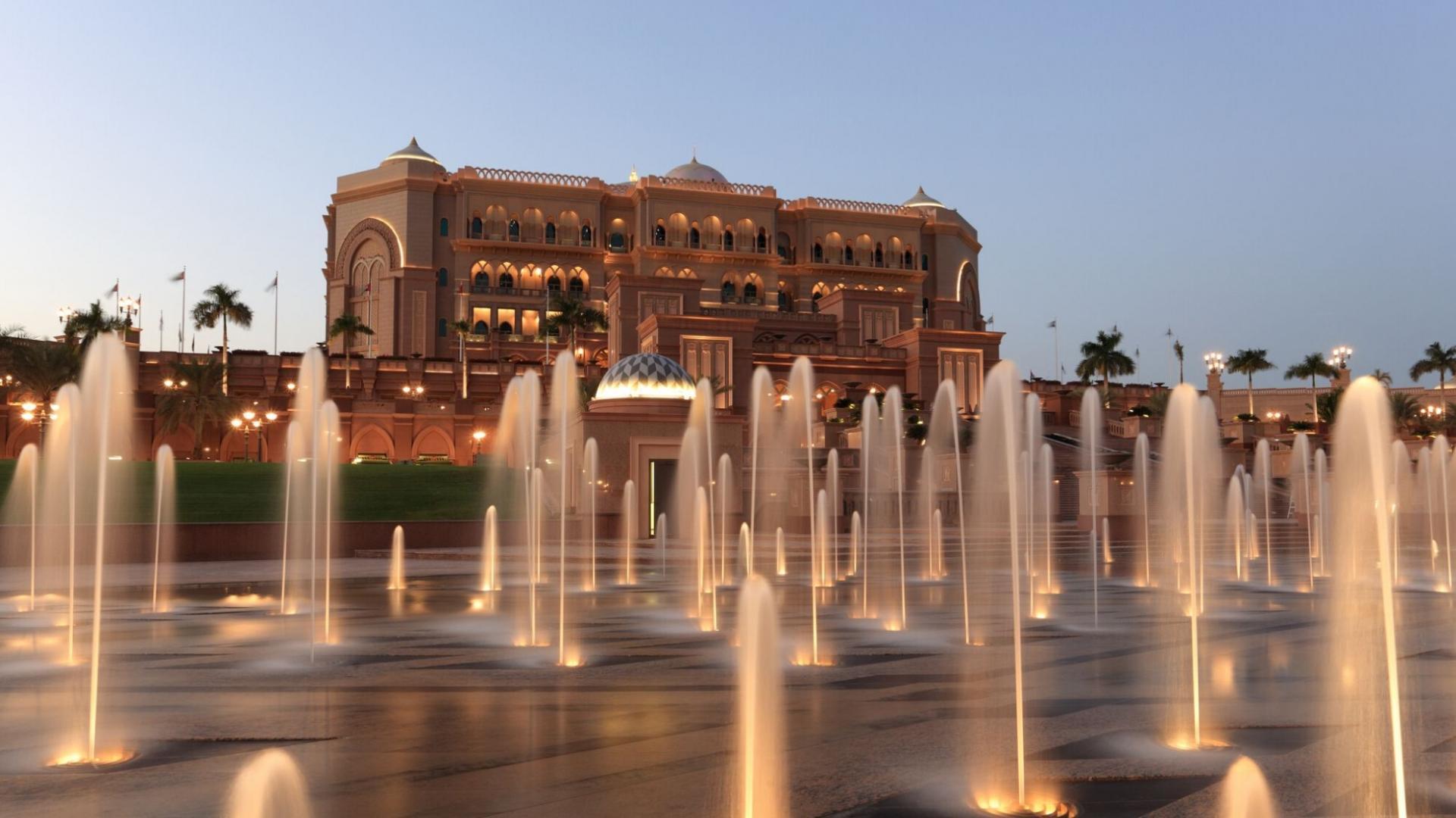 """Vienas prabangiausių pasaulyje viešbučių - """"Emirates Palace"""" tapo lankytina vieta Abu Dabyje"""